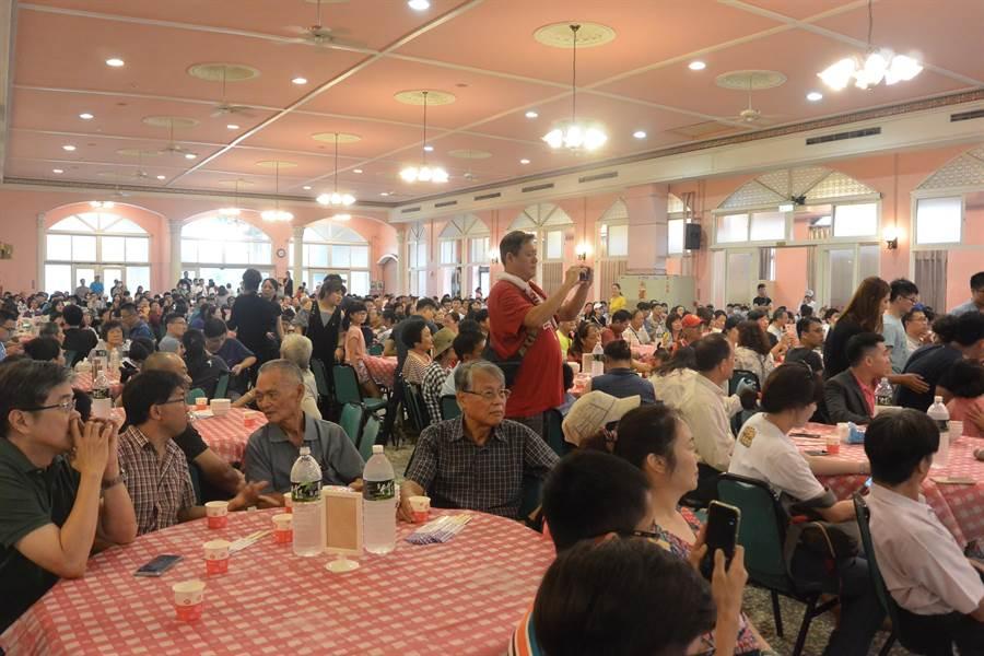 台北市長柯文哲苗栗開講,吸引近千名柯粉參加。(巫靜婷攝)