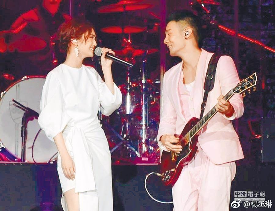 楊丞琳(左)與李榮浩是兩岸著名的明星情侶檔。(取材自微博)