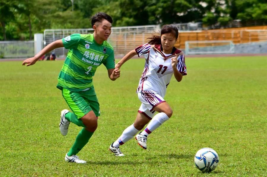 藍昱絜(左)隨中華培訓隊在泰國移訓比賽進球,回到木蘭聯賽也替高雄陽信中止進球荒。(中華足協提供)