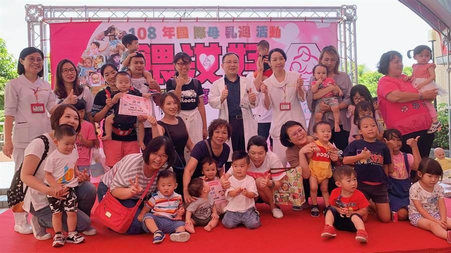 南投醫院鼓勵媽媽們以母乳哺育,營養又健康。(廖志晃翻攝)