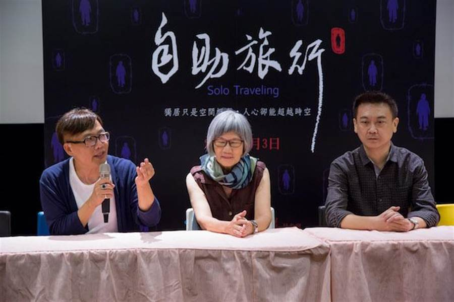 製片黃大軒(左起)、演員張百惠、導演陳國傑出席映後座談。