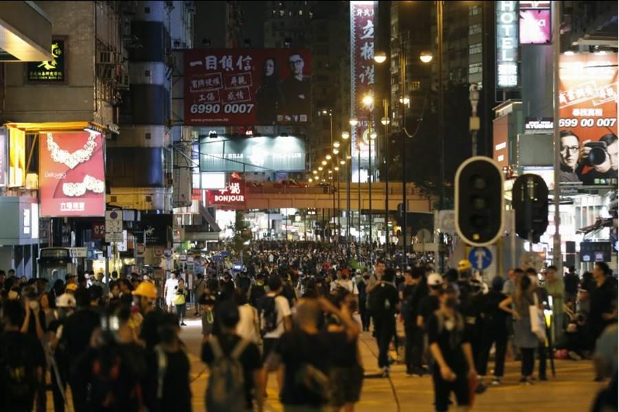 香港旺角附近示威者聚集。(圖/美聯社)