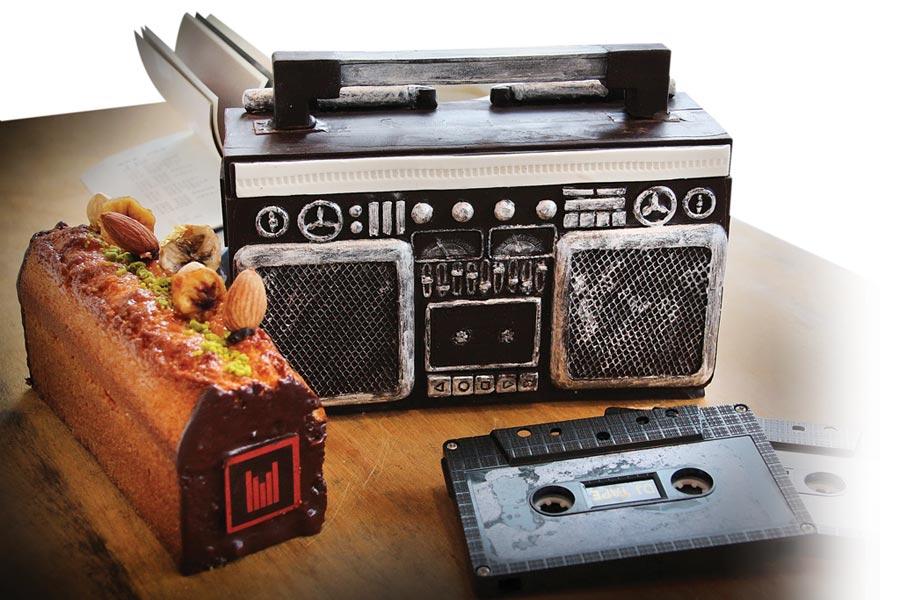 日月千禧酒店的「阿爸的收音機」父親節蛋糕,復古收音機外型還能放送樂曲。圖/日月千禧酒店