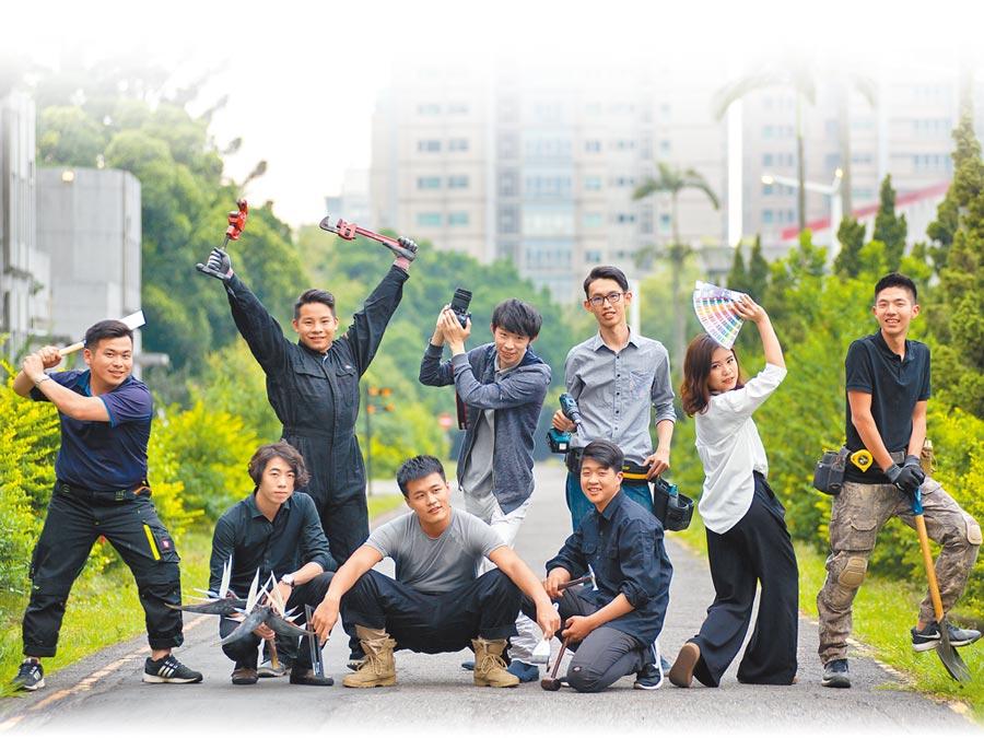 在《Skills for U》號召下,一群技職國手去年夏天投入「技職國手活化老舊校園計畫」。(《Skills for U》提供)
