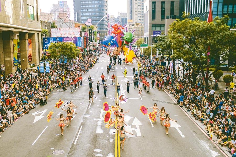 兒藝節盛事的歡樂變裝大遊行將於4號登場。(踩街資料照片)