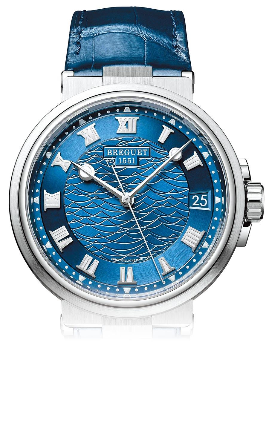 寶璣Marine航海系列5517大三針日期腕表,18K白金搭配鱷魚皮表帶,92萬2000元。(Breguet提供)
