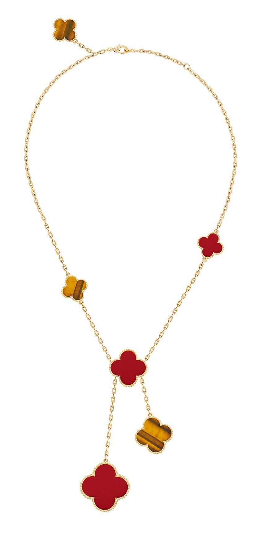 梵克雅寶Magic Alhambra項鍊,6枚墜飾,黃K金、虎眼石、紅玉髓,32萬2000元。(Van Cleef & Arpels提供)