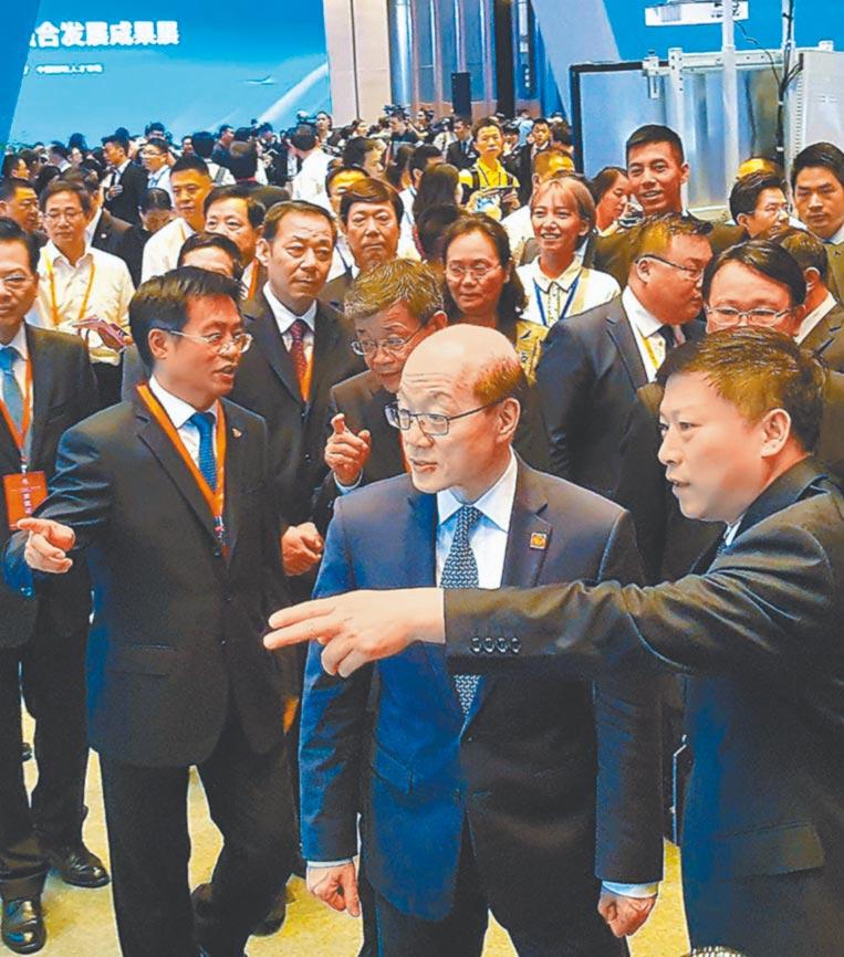 大陸國台辦主任劉結一到台灣人才登陸第一家園論壇暨閩台人才融合發展成果展參觀。(本報資料照片)