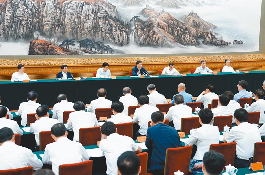 7月5日,中共總書記習近平(中),出席北京深化黨和國家機構改革總結會議並發表講話。(新華社)