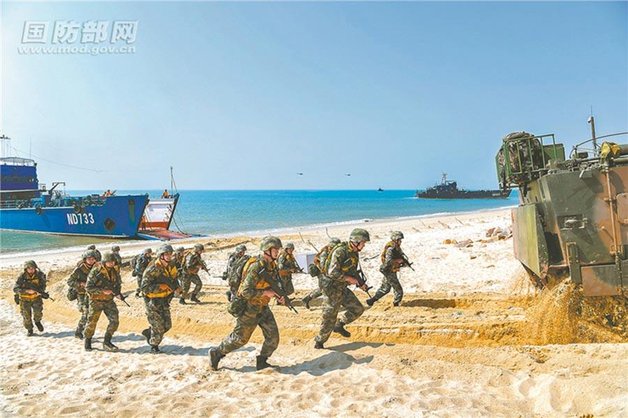 2018年11月8日,解放軍第74集團軍某合成旅參加實兵對抗演練。(取自大陸國防部)