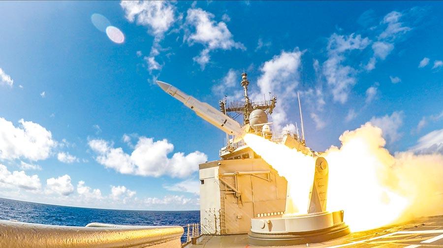 成功級子儀軍艦發射標準一型防空飛彈。(國防部提供)