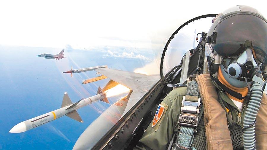 F-16戰機發射麻雀飛彈。(國防部提供)
