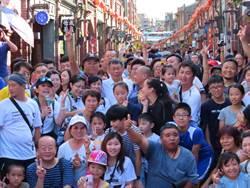 逛三峽老街 柯P:國內旅遊靠自己不怕被封鎖
