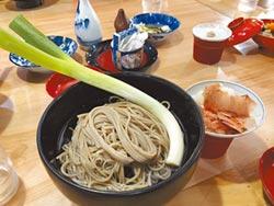 以蔥為箸蕎麥麵吃法新鮮