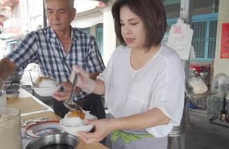 賴惠員拜訪六甲百年麵茶冰店 體驗賣冰辛勞