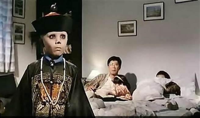 《殭屍家族》中的小童星,消失螢光幕網路多次瘋傳他是因為年紀太小演鬼片而中邪20年。(圖/翻攝自推特)