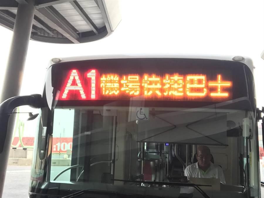 台中市政府推出機場快捷巴士,盼方便旅客搭乘,卻因營運方式不便民,搭乘率超低。(林欣儀攝)