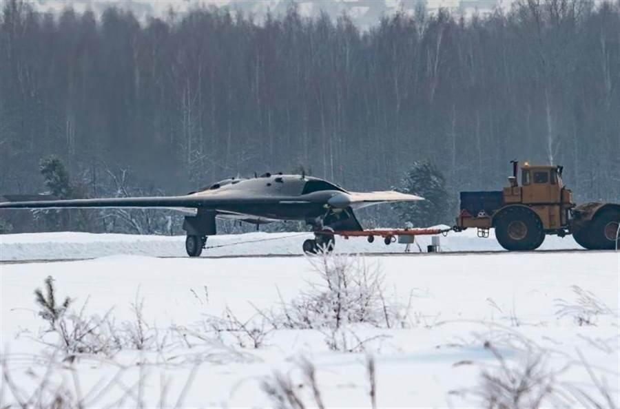 俄羅斯「獵人」無人隱形攻擊機。(俄羅斯 Fighter_Bomber Instagram)