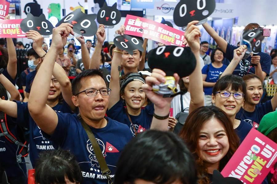 許多民眾出席為競賽的吉祥物加油打氣。(鄧博仁攝)