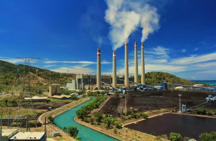雅加達大停電的主因是蘇拉拉雅電廠的燃氣機組大跳機。(圖/蘇拉拉雅電廠)