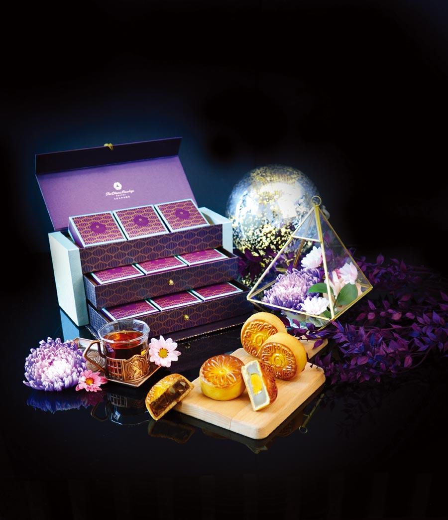 大倉久和飯店推出的紫金風華傳承禮盒,每盒9顆,內含黃金柚子、紅豆沙夏威夷、蓮蓉蛋黃等3種口味,是中秋送禮首選。圖/業者提供