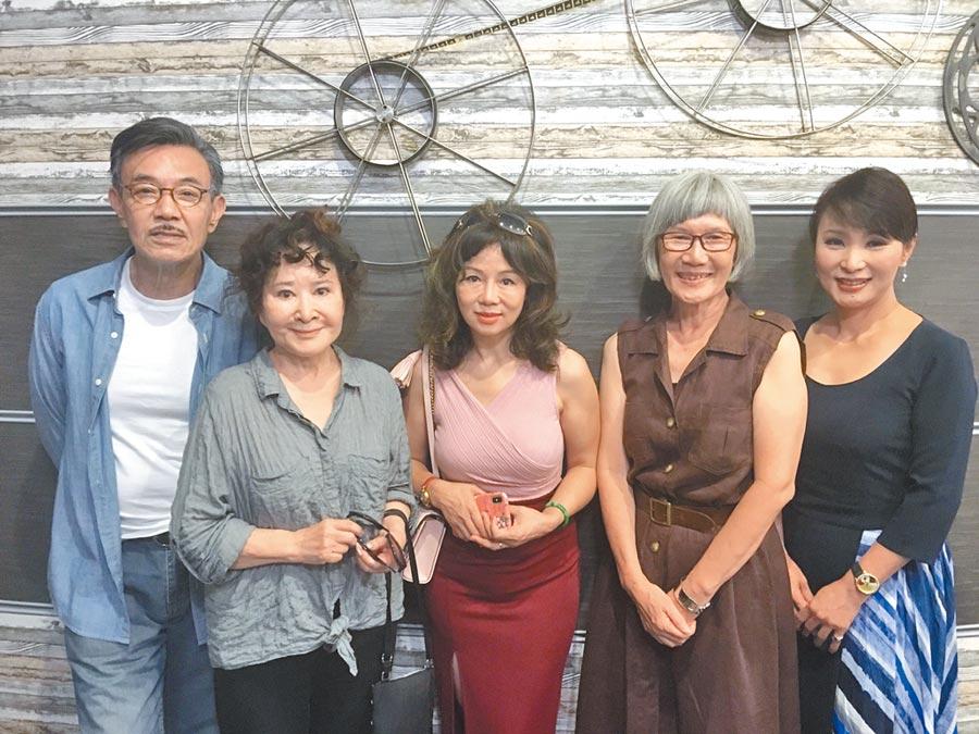 王道(左起)、唐琪、曹雨婷、張百惠、陳郁容昨出席首映。(洪秀瑛攝)