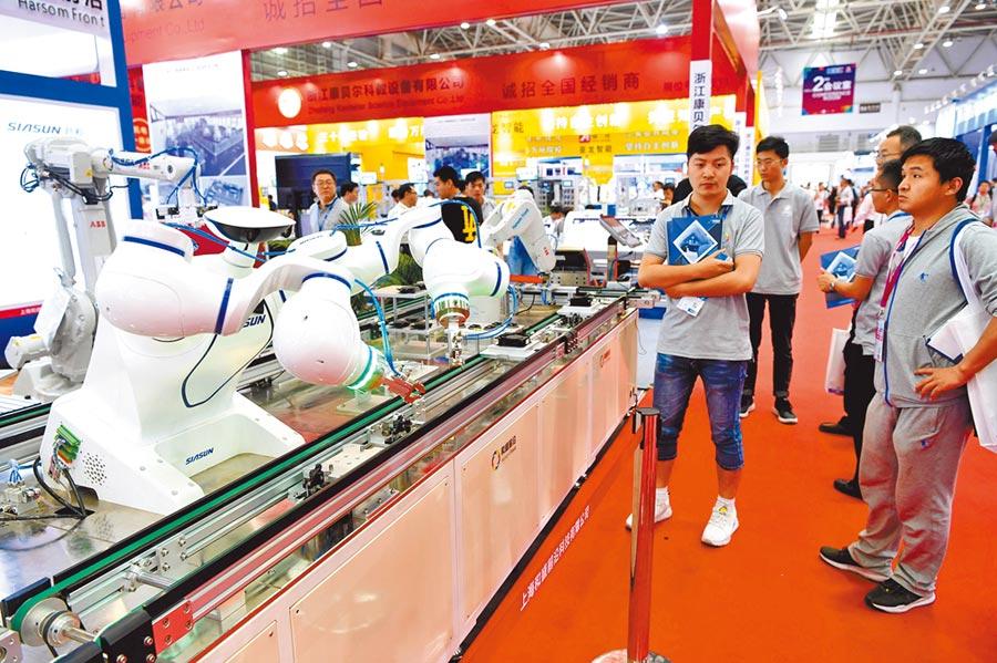 大陸經濟回暖,提升投資人信心,圖為在福州一展會展出高科技產品。(中新社資料照片)