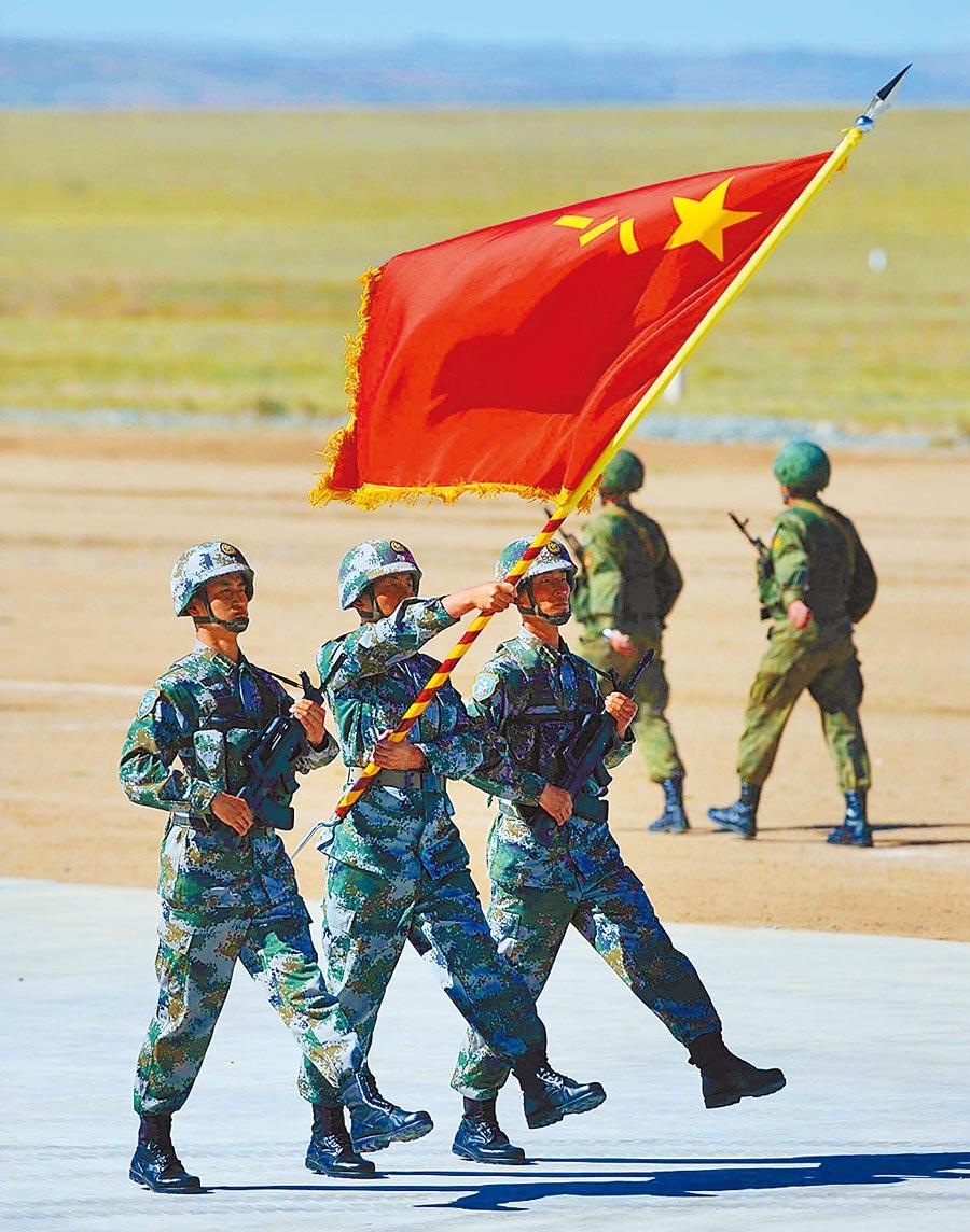 2014年8月24日,大陸解放軍參加「和平使命—2014」聯合反恐軍事演習。(新華社)