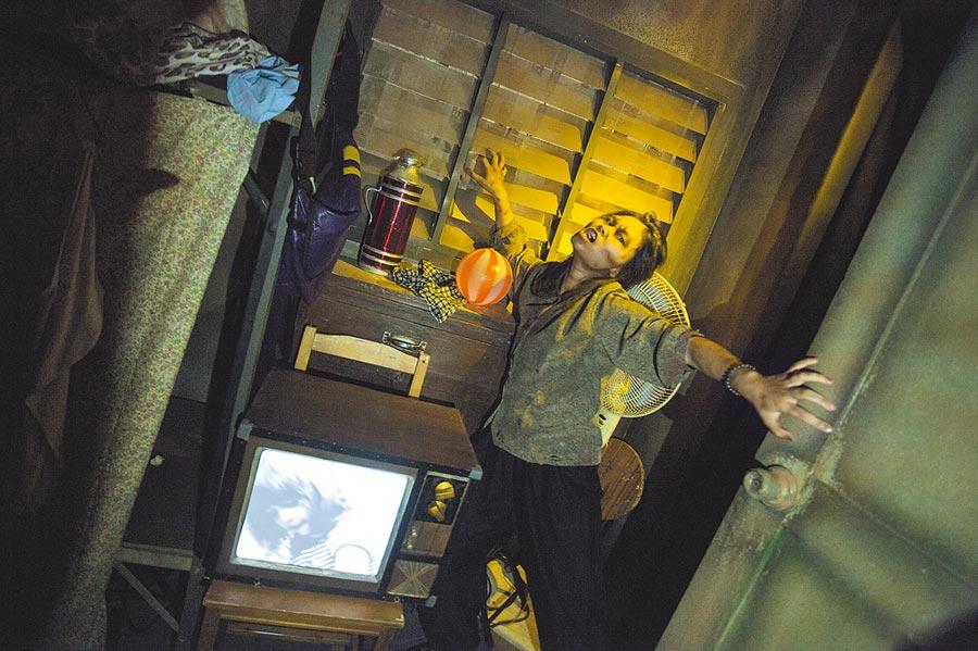 大陸職校生被爆到遊樂園實習,被要求在鬼屋裡扮鬼。圖為遊樂園的鬼屋表演。(新華社資料照片)