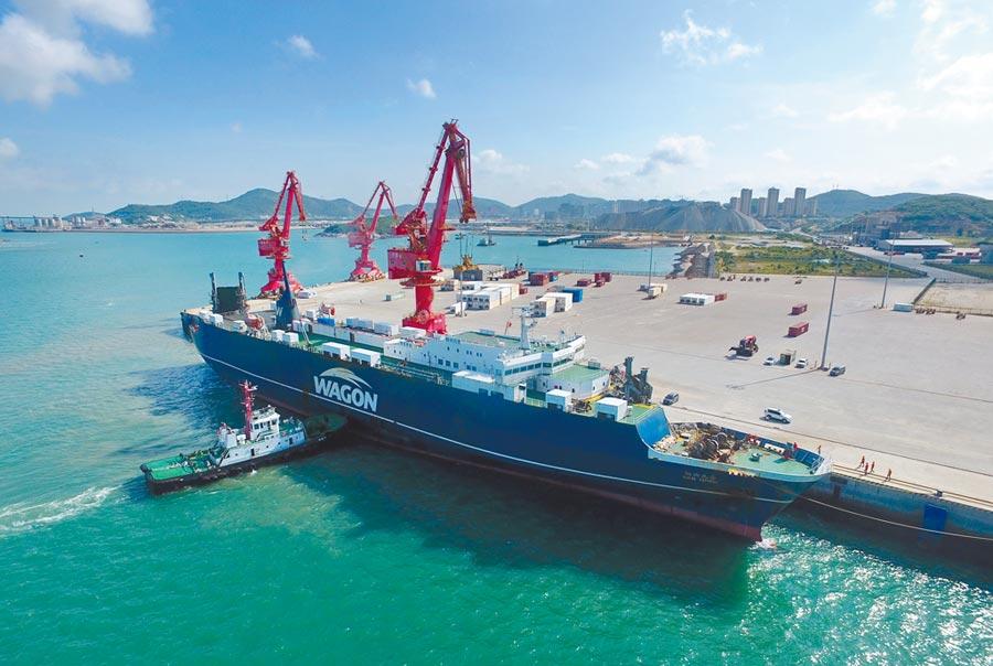 據統計,2019年上半年通過平潭入境的台灣農漁產品約1.3萬噸。(新華社)