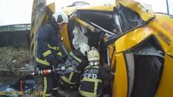 台中計程車撞電線桿 乘客駕駛雙亡