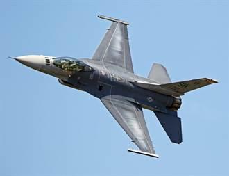 螺絲沒栓? F-16V戰機蓋板在飛行中遺失