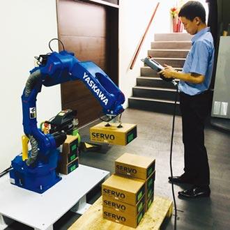 統嶺引進日本安川工業用機械手臂