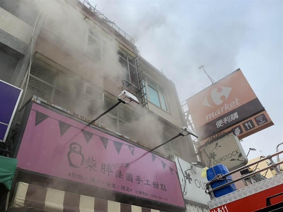 竹南鎮民族街一棟民宅5日上午發生火警,幸無人員傷亡。〔謝明俊翻攝〕