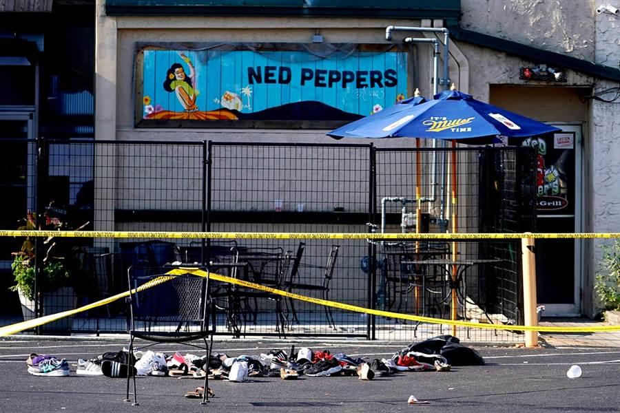 美國俄亥俄州岱頓鎮4日凌晨發生槍擊事件的酒吧Ned Peppers。(圖/路透社)