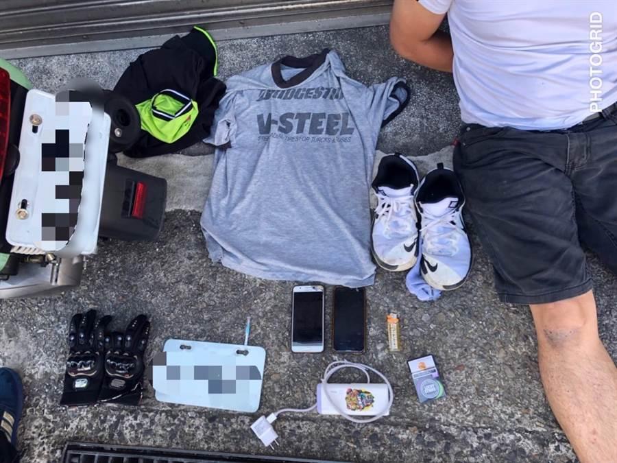 犯嫌住处起出被害人遭抢之手机、身分证及赃款,另外更发现毒品及吸食器。