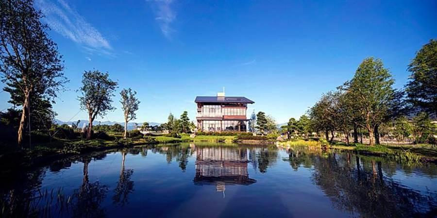 棗稻田食玩農創空間打造出台灣第一棟CLT多層次實木結構積材工法的建物,是台灣建築史上的新創舉。(圖/金色大地)