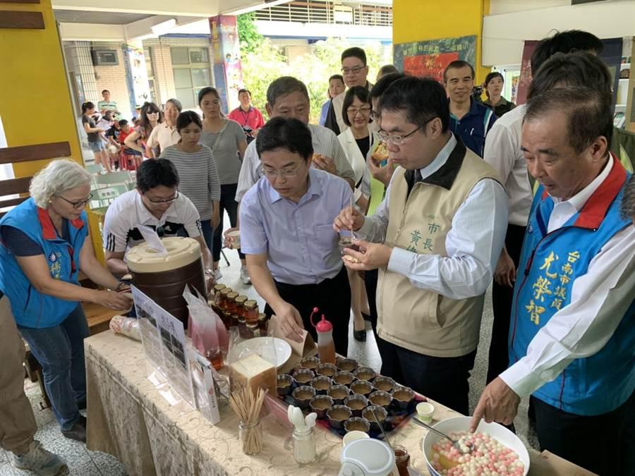 對於民進黨2020大選黨內派系整合,台南市長黃偉哲表示,將會盡力促成蔡賴會。(莊曜聰攝)