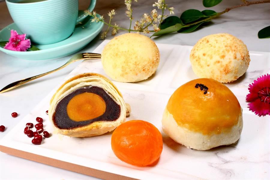 長榮蛋黃酥為點心坊第一名人氣暢銷產品。(馮惠宜翻攝)