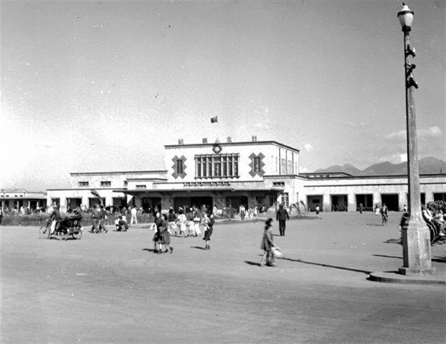 第三代台北車站(圖片取自/PTT 網友mnhyuiop)