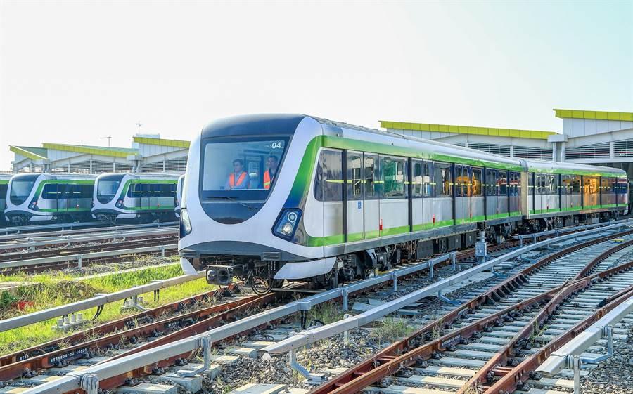 台中捷運綠線進入試運轉階段,成功完成連續7天不間斷試車,通過「期末考」試營運驗證,朝明年底通車營運邁進一大步。(盧金足攝)