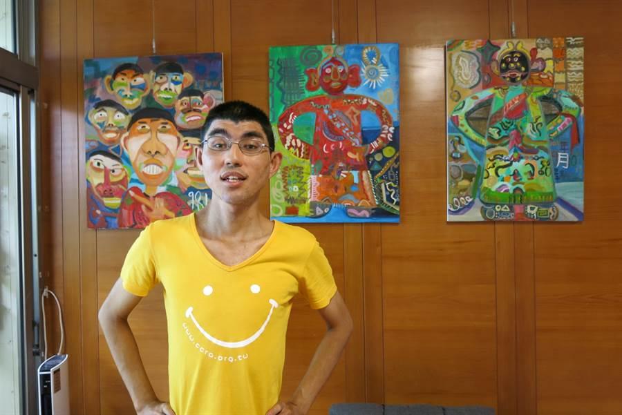 中度智能障礙的余信儒,很喜歡畫人和動物。(陳淑娥攝)