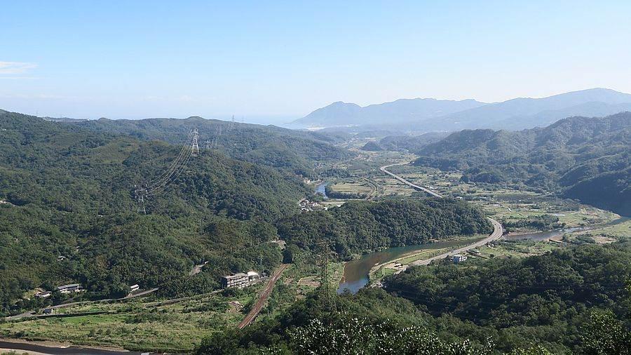 由蝙蝠山上眺望群山山景。(圖取自新北市景觀處官網)