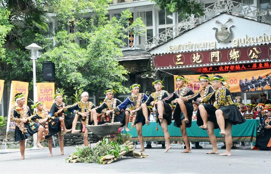 三地門鄉收穫節將演繹傳統勇士舞,呈現排灣族力與美的原民文化。(林和生攝)