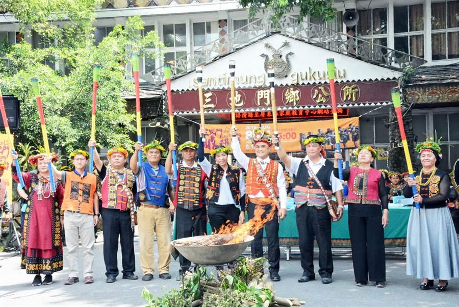 三地門鄉邀請遊客參與收穫節,就近感受原民傳統文化的力與美。(林和生攝)