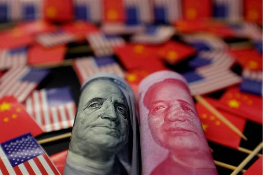 在岸與離岸人民幣兌美元匯率5日雙雙應聲跌破7元大關。(路透)