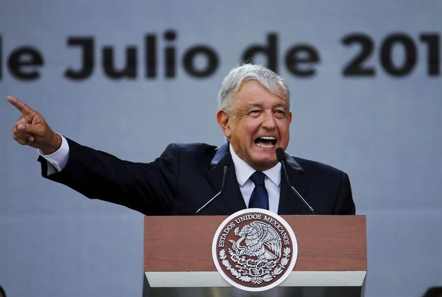 7名公民無端遭到德州槍手擊斃,墨西哥總統羅培茲歐布拉多抨擊「任何人都不應該用武力或煽動別人參與暴力的方式解決社會問題」。圖為羅培茲歐布拉多資料照。(圖/美聯社)