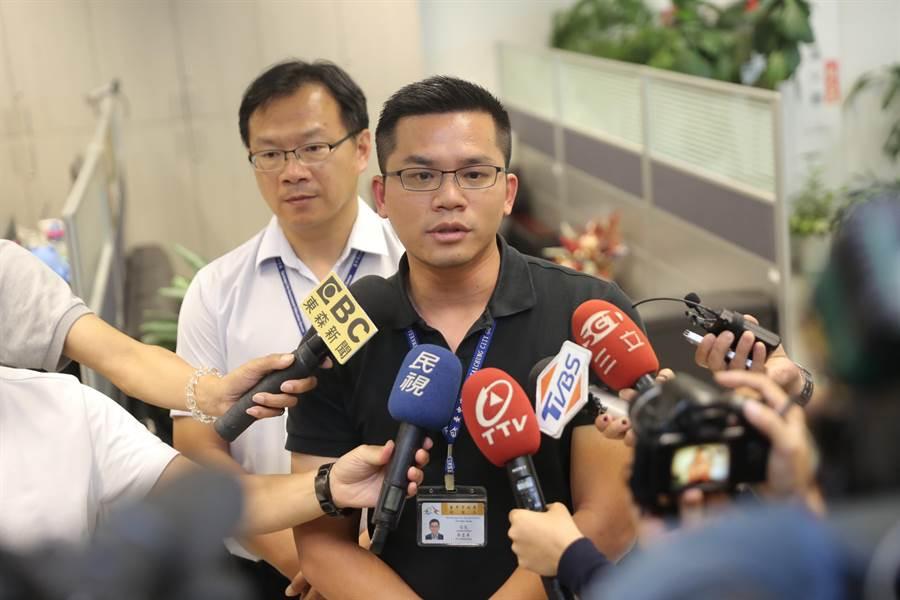 台中市府新聞局長吳皇昇表示,與紙風車劇團是一場誤會,租借場地收費學校自治管理,市府表達歡迎演出的誠意。(盧金足攝)