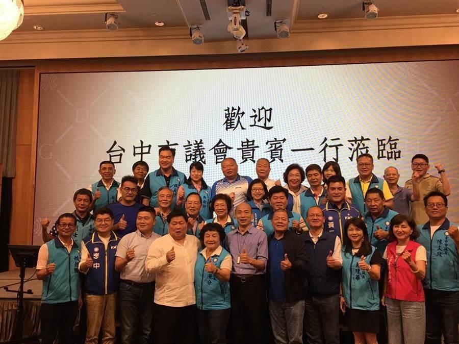 台中市議會國民黨團呼籲全國各地民眾,一起來支持庶民總統,不要分裂,一定要團結,為自己和下一代以及台灣的未來努力。(陳世宗翻攝)
