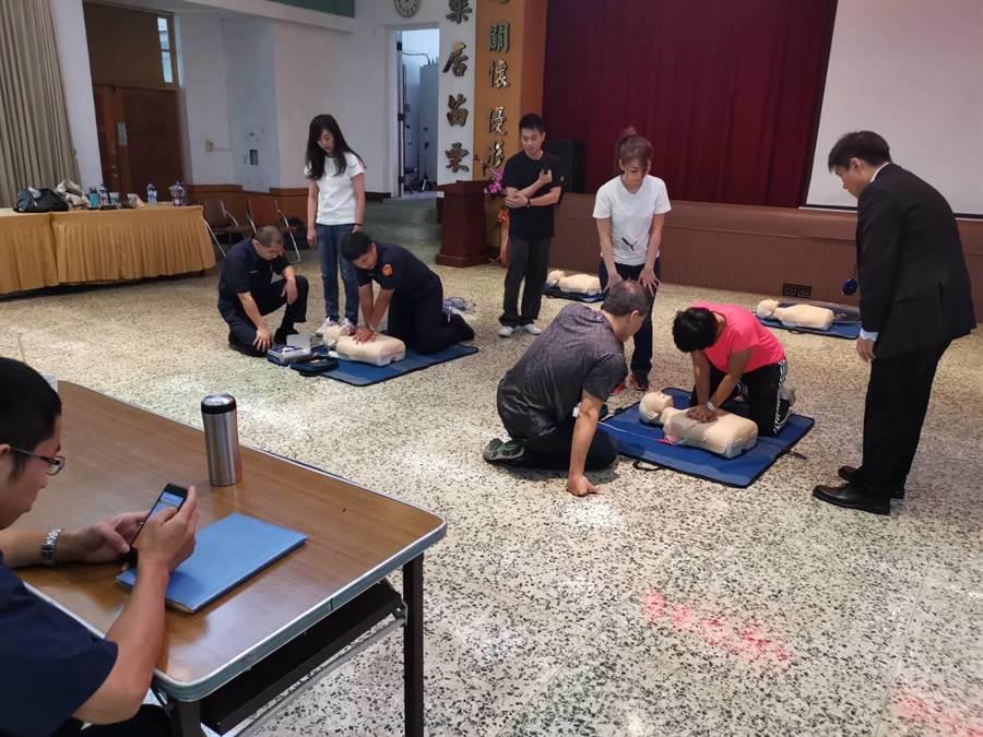 CPR及AED急救訓練。示意圖。(中時資料照 謝明俊攝)